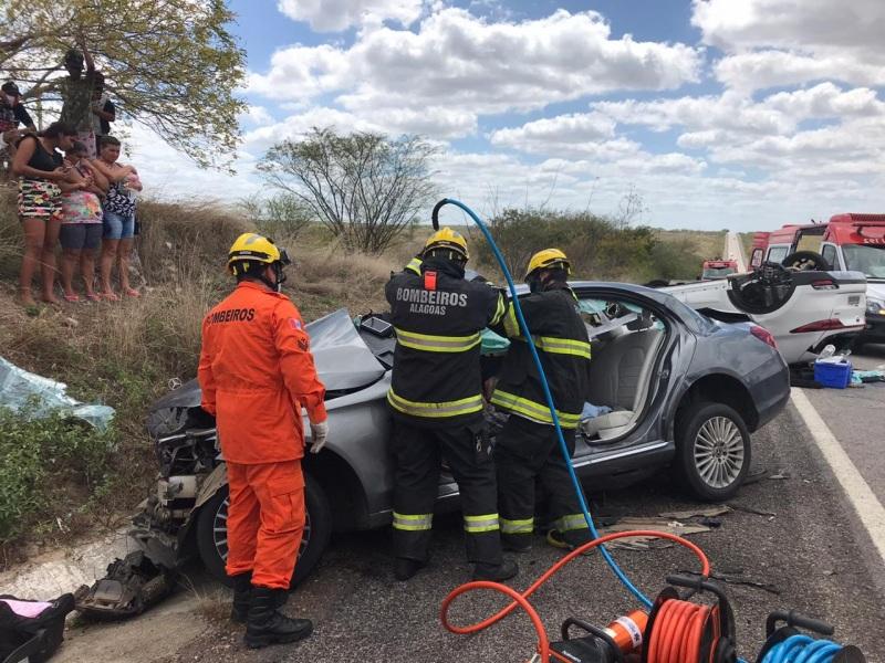Acidente na divisa entre Alagoas e PE deixa cinco mortos na BR 423 –  Alagoas na Net