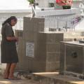 Familiares e amigos marcam presença em cemitérios neste Dia de Finados