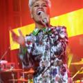 Cantora bate recorde de 50 anos dos Beatles nas paradas britânicas