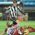 Nos contra-ataques, CRB perde do Botafogo