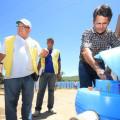 Equipamento usado no tratamento de água é testado em caminhões-pipa