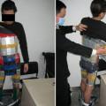 Homem é pego ao tentar contrabandear 94 iPhones colados no corpo