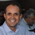 Prefeito de Carneiros é reeleito com o triplo de votos do adversário