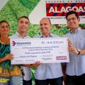 Produtores de Olho d'Água das Flores recebem crédito financeiro e equipamentos