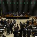 """Câmara rejeita PEC que criava """"distritão"""" para eleições de 2018"""