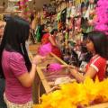 Preços de produtos carnavalescos sofreram alta, aponta pesquisa