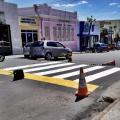 Alvo de protestos, pinturas de faixas de pedestres são iniciadas em Santana