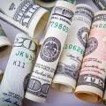 Bolsa opera em alta e dólar cai para R$ 3,70