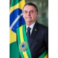 Bolsonaro divulga foto oficial em formato padrão; confira