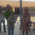 Aos 70 anos de idade e 42 de atividade, professora recebe parabéns de alunos