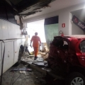 Quatro pessoas ficam feridas após ônibus invadir posto em Arapiraca