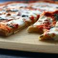 Que tal curtir o Dia dos Namorados com pizza, música e ainda ganhar brindes?