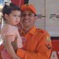 Cabo do CBM-AL recebe homenagem de pais que tiveram filha salva por ele