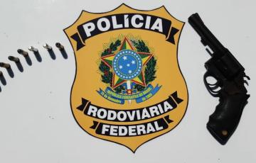 PRF prende trio com arma e droga na BR 316
