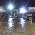 Cheia de riacho atinge casas e deixa moradores desabrigados em Santana
