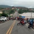 Enchente do rio Ipanema interdita rodovias e fecha cidade de Santana do Ipanema