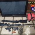 """PM """"estoura"""" mais um ponto de droga no Sertão; armas também são apreendidas"""