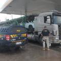 Após causar acidente com servidora da Casal em AL, caminhoneiro é preso em PE