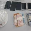 Dupla é detida com pacotes de cocaína e balança de precisão em Pão de Açúcar
