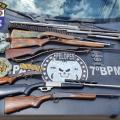 PM prende homem com espingardas e munições em Ouro Branco