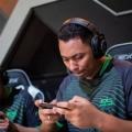 Gamers e cinéfilos: especialista ensina evitar dores em quem passa horas sentado