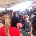 Vídeo mostra aglomeração de pessoas em frente a banco em Santana do Ipanema