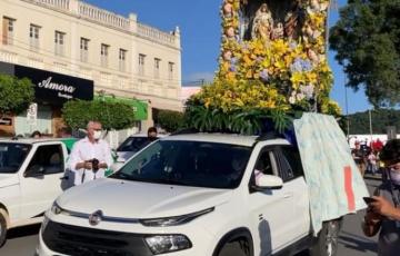 Cortejo com padroeiros percorre ruas de Santana do Ipanema