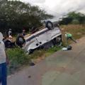 Van de transporte coletivo tomba e deixa feridos na AL 220 em São José da Tapera