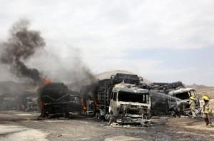 Fogo tomou conta de todos os veículos (Foto: Reuters)