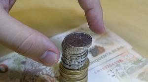 Dinheiro não está dando pra pagar as contas (Foto: Marcos Santos / USP Imagens)