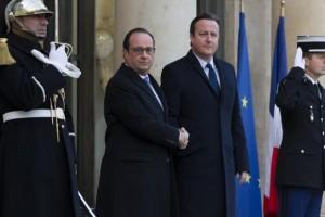 O presidente francês, François Hollande, e o primeiro-ministro britânico, David Cameron (Foto: Agência Lusa)