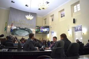 Deputados e vereadores aumentaram próprios salários (Foto: Assessoria ALE)