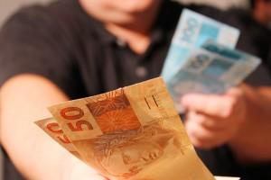 Valores foram pagos mediante propina (Foto: Marcos Santos / USP Imagens)