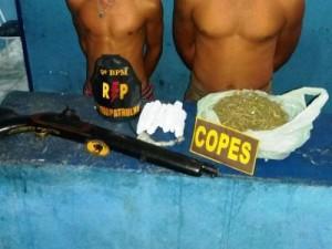 Arma e droga apreendida por policiais na ação (Foto: Assessoria PM-AL)