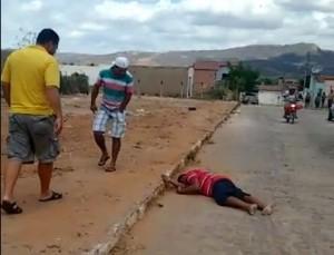 Gari conhecido como Vavá morreu ainda na rua (Foto: Reprodução / WhatsApp)