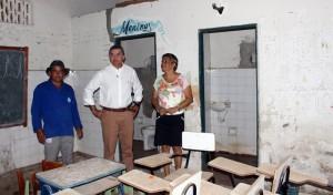 Prefeito Flávio Almeida visitou escolas (Foto: Assessoria Pref. PA)