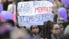 Mulheres defendem legalização do aborto (Foto: Fernando Frazão/Agência Brasi)