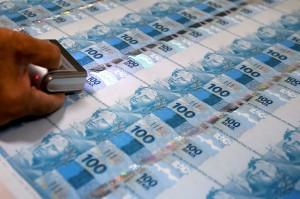 Assim como a dívida, a emissão de dinheiro é uma via para o governo obter recursos, mas gera inflação (Foto: Pedro França / Agência Senado)