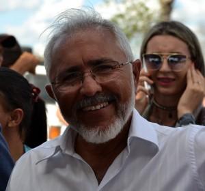 Prefeito de Delmiro assina decreto desta terça (Foto: Lucas Malta/Alagoas na Net)